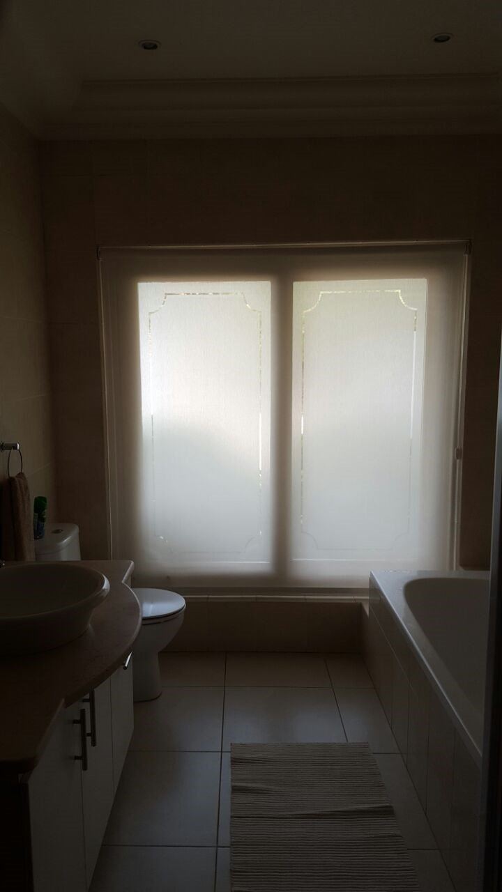 Keep Your Bathroom Private With Sunscreen Roller Blinds Tlc Blinds Cape Town