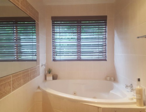Blinds for Bathrooms: Dark Venetian Blinds